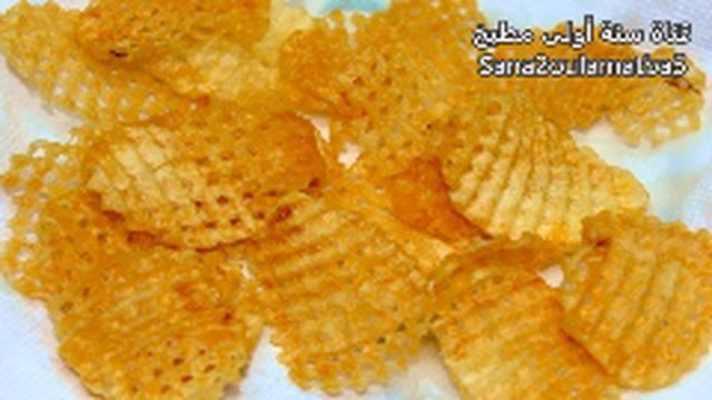 شوف طريقة عمل البطاطس الشيبسي الشبكة بقرمشة لاتقاوم وبنكهة مميزة Food Snacks Snack Recipes