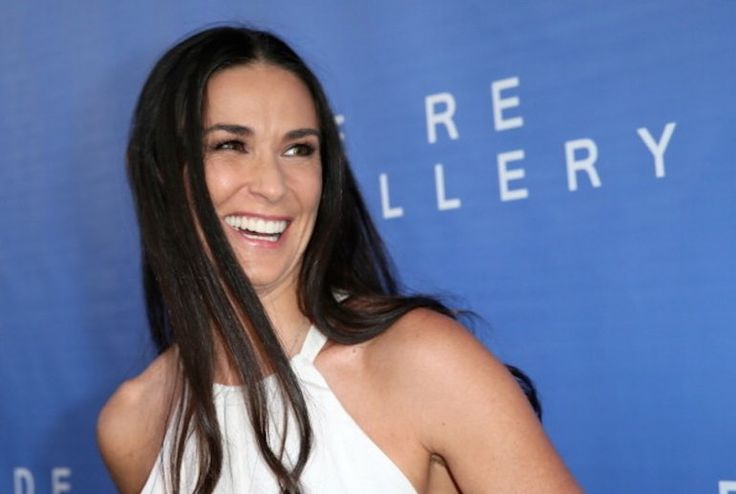 http://www.whosay.com/articles/9573-demi-moore-daughters-swimsuit-photo
