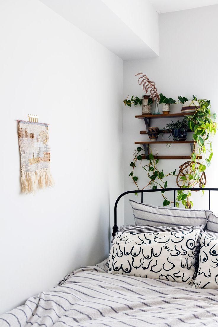 Grün gebettet mit Zimmerpflanzen. #pflanzenfreude