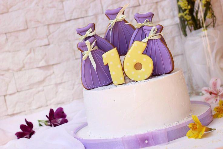 Сладкие 16 еще немного подсластили тортиком 1⃣6⃣ А сладости и радости в жизни много не бывает