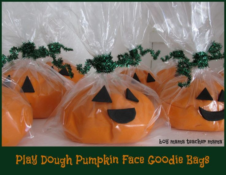 Boy Mama Teacher Mama | Play Dough Pumpkin Face Goodie Bags - need to remember this for next year!