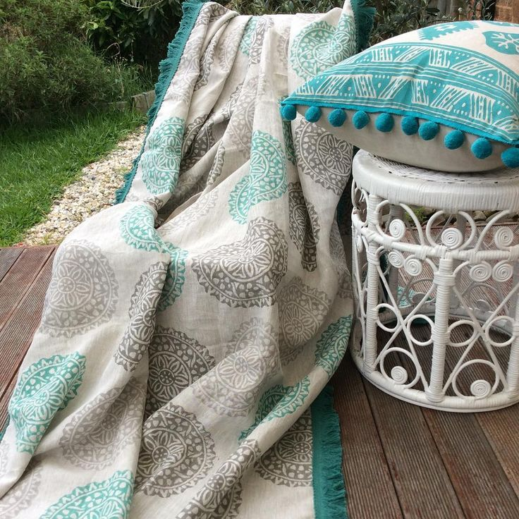 My hand block printed mint/ grey medallion linen throw with a splash of my summery Aqua tribal Aztec cushion for tonight's boho inspo, hope you all have had a great week so far…