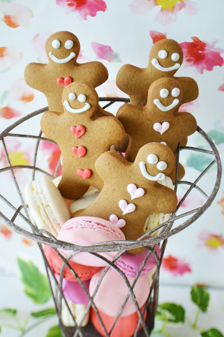 Valentine's Gingerbread Men with Pink & Red Heart Buttons. By Bake Sale Toronto.