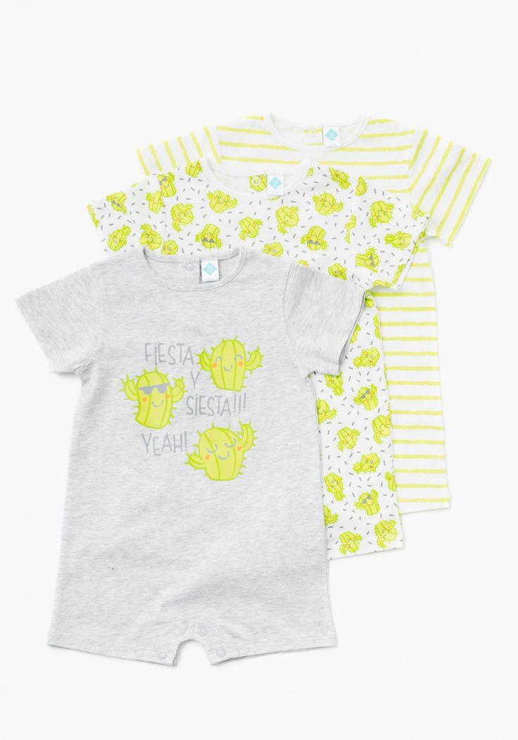 Pack de tres pijamas de una pieza unisex para recién nacido.  De manga corta estampado y con cierre trasero de botones a presión. Diseñado en España.Algodón 100%