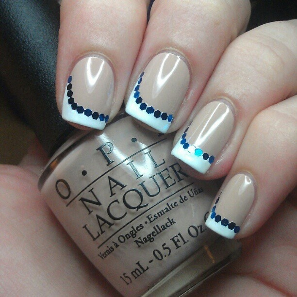 French manucure et pois pois french manucure le nail art facile au bout des ongles - Tuto french manucure ...
