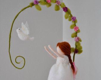 Muñeca de lana /Nursery móvil colgante de pared por MagicWool