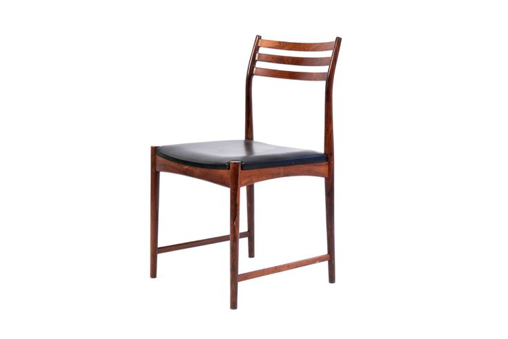 RIO Stolen utopiaretromeodern.com - designer: Torbjørn Afdal, produsent: Raknes Møbelfabrikk, periode: c. 1960, Sett av 4 stoler i palisander og svart skinn.