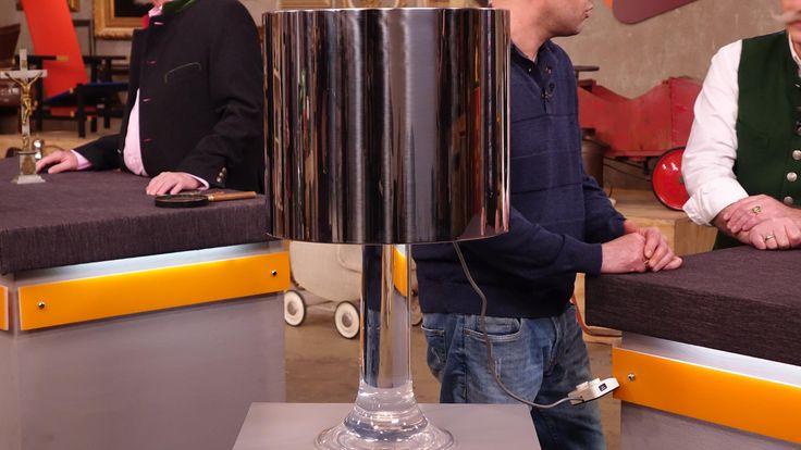 Tischleuchte, 70er Jahre, Harvey Guzzini, 1958 gegründet, produzierte in den 70ern Lampen und Wohndesign, verchromtes Metall, Acrylfuß    Wert ab 300 €