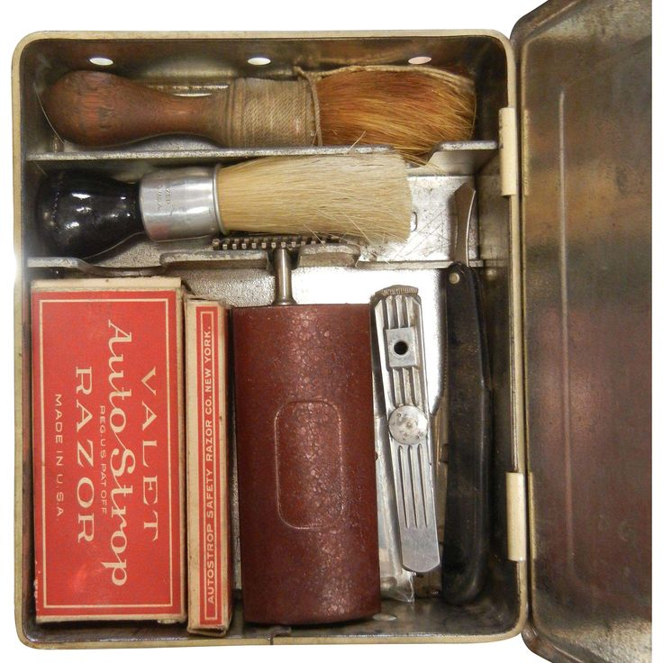 Vintage SAFETEE Shaving Cabinet w/ Contents www.rubylane.com #vintage #antiques #vintageshavingkit #giftsforhim #menswear #shavingkit