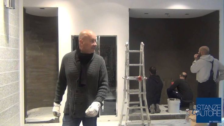Video girato in showroom dove vengono realizzati un pavimento ed un rivestimento in resina SOPRA ad un MOSAICO. Da notare, oltre al risultato, la velocità e la facilità di esecuzione e posa.
