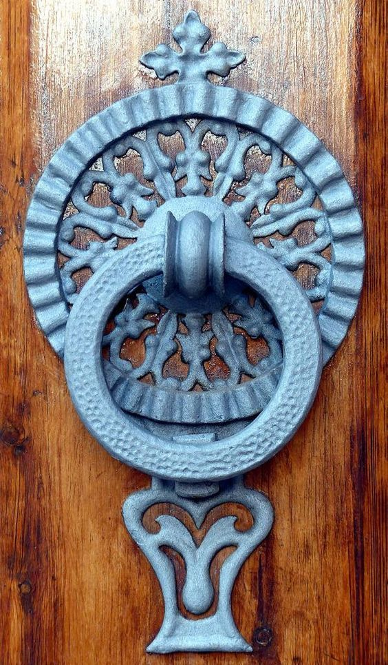 132d51c80b0e1d78402cd7fbe2d533c4--door-knockers-door-knobs.jpg (598×1024)