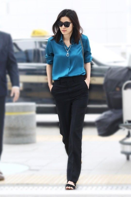 Jun Ji Hyun departed from Incheon International Airport in order to attend the 2015 Cannes International Film Festival. Ji-Hyun is wearing head-to-toe Gucci from their Fall 2015 collection.