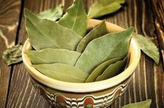 Hayat Mutfakta: Defne Yaprağını Yakıp, 10 Dakika Bekleyin