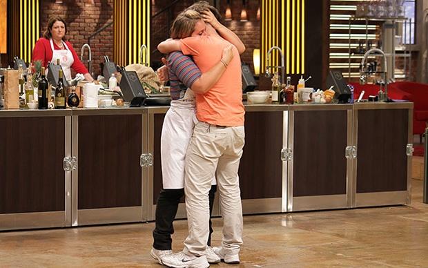 Letizia abbraccia Giorgio, appena eliminato