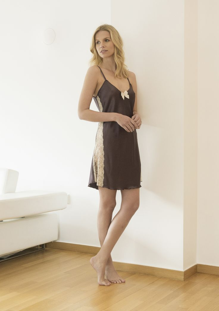 SHORT NOTA SATIN  NIGHTDRESS WITH LACE