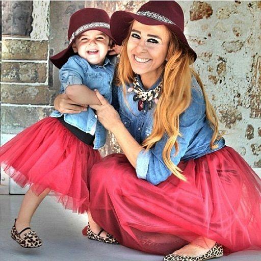 anne çocuk benzer kıyafet modası tüllü etek kot ceket bordo şapka kız çocuk birlikte kombin kıyafet modeli - Kadın Moda