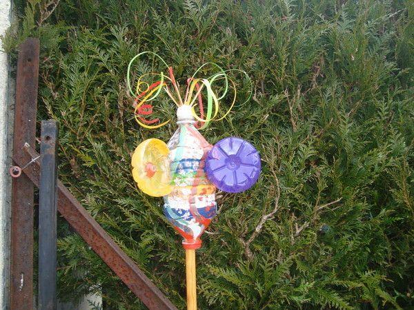 Girouette plastique décorée