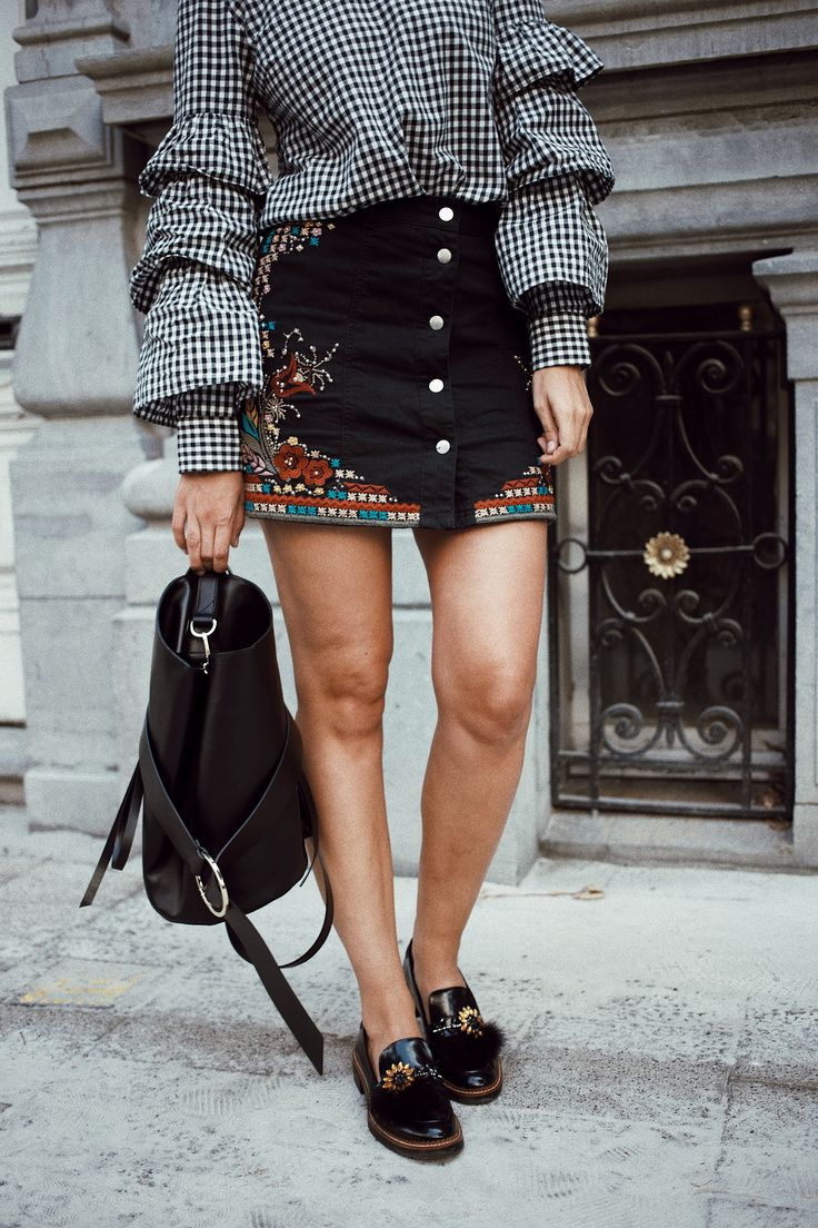 POLIENNE by Paulien Riemis | wearing a VILA check ruffle blouse, RIVER ISLAND skirt & ZARA loafers in Antwerp, Belgium