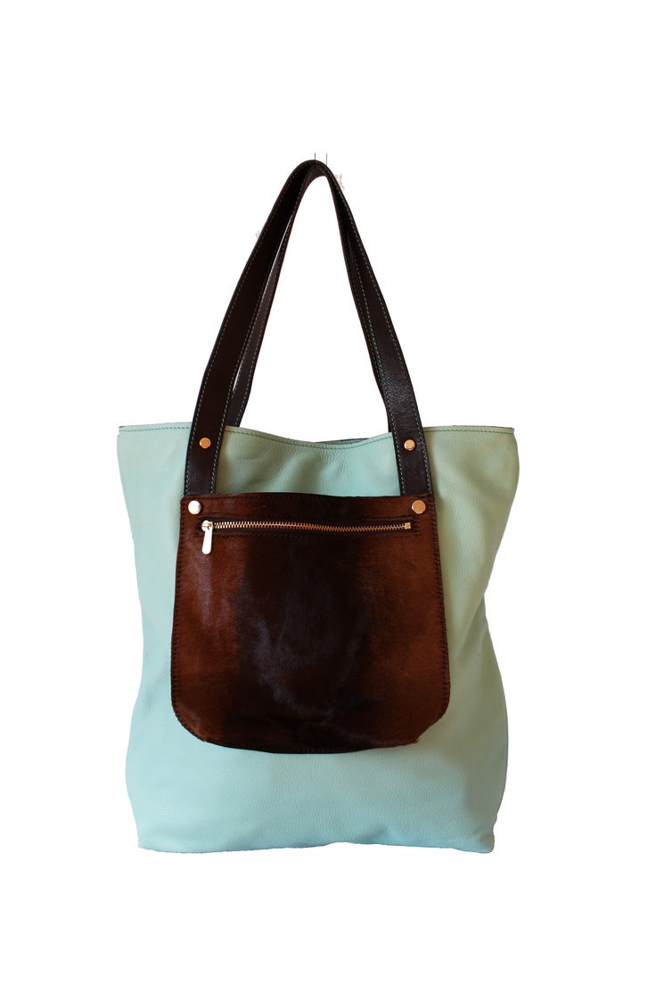 Shopper leather bag. By Paulina Botero