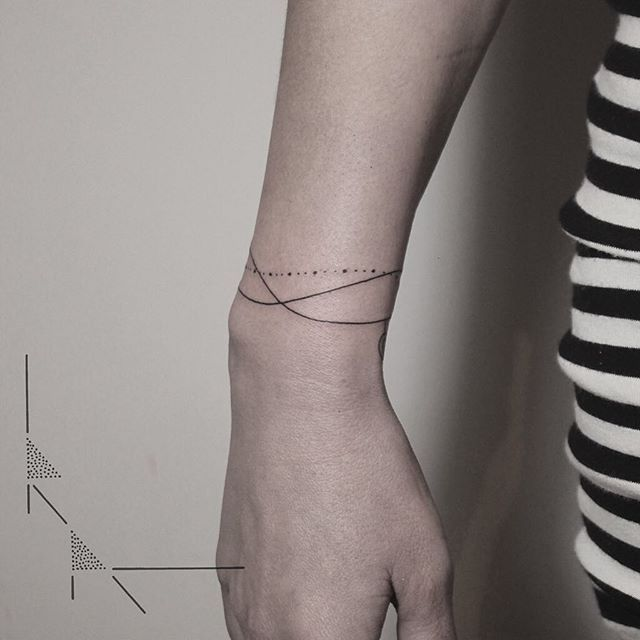 Bracelet for Janine, thank you! Have a great Sunday everyone! ✌️ #rachainsworth #tattoo #berlin #neukölln #bracelet #bracelettattoo