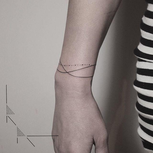 25 best ideas about bracelet tattoos on pinterest wrist bracelet tattoos ankle bracelet - Signification bracelet cheville ...