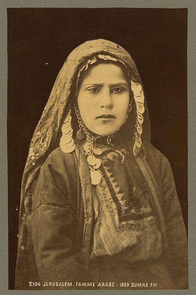 امرأة مقدسية وقد تزينت بحلي ها Arabs Women Jerusalem 1880 1890 Arabian Women Palestine History Arab Culture