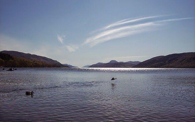 Il Mostro di Loch Ness: Avvistamenti e teorie