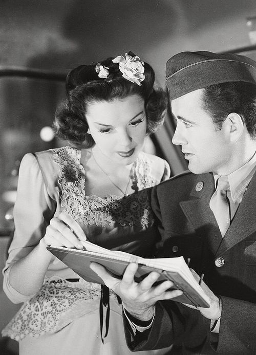 Judy Garland and Robert Walker in The Clock, 1945. (dir. Vincente Minnelli)