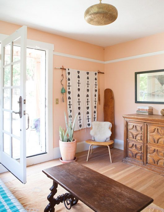 Peach Moment   15 Orange Rooms That Are Anything But Spooky   Photos