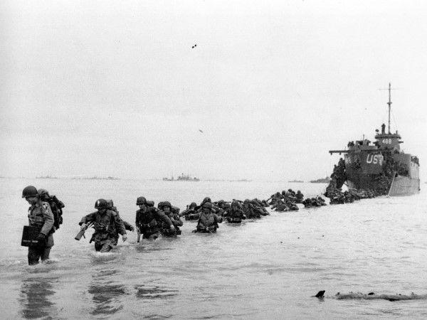 (117) - DIA D17 - El programa para la conmemoración del 70º aniversario incluye una variedad de homenajes que se llevarán a cabo por toda la costa de Normandía. Líderes de todo el mundo se reunirán con veteranos en el norte de Francia para rendir tributo a quienes dieron la vida aquel día, que significó un giro en la Segunda Guerra Mundial.