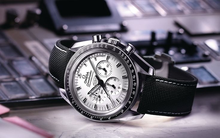 Omega Speedmaster Apollo 13 Silver Snoopy Award Limited Edition Watch