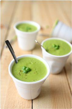 Petits pois et mozzarella se côtoient dans cette recette pour donner une soupe très douce en bouche. Les petits pois donnent déjà une saveur un peu sucr
