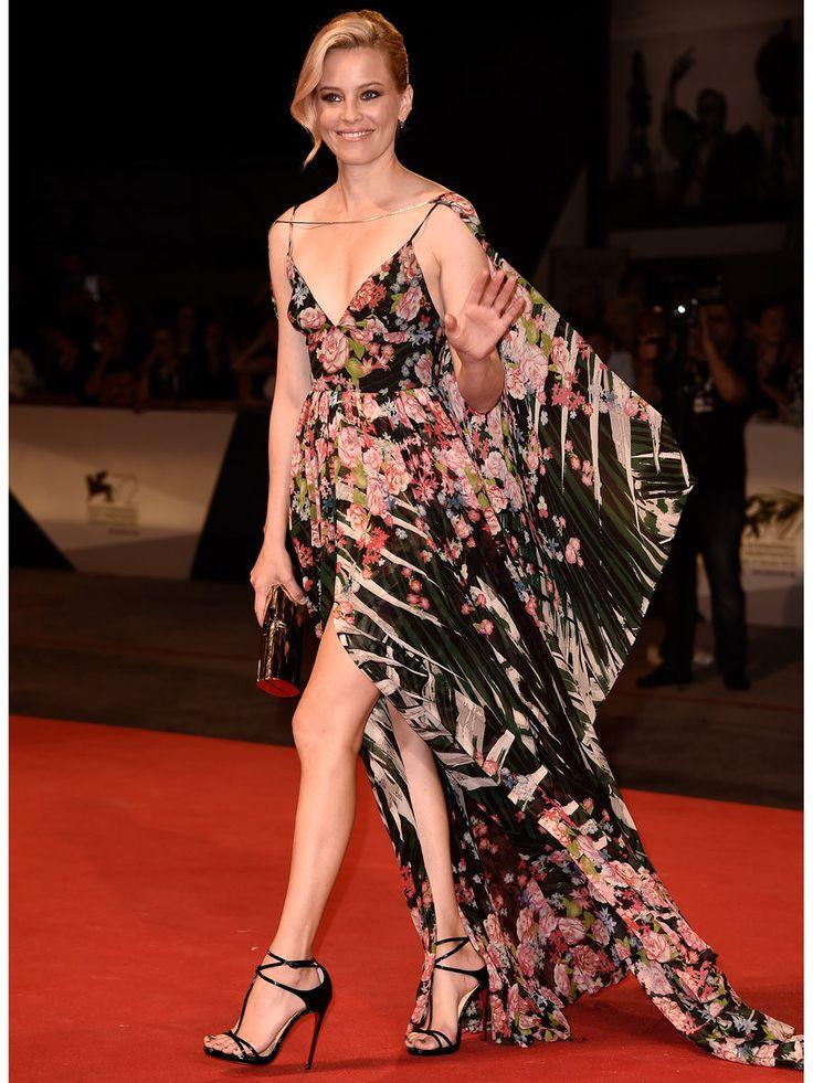 「エリー サーブ」の2016SSコレクションのフローラルプリントのドレスが美しいエリザベス・バンクス