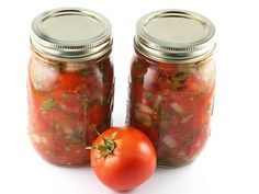 Die Tomatenbasis aus frischen Tomaten schmeckt herrlich und läßt sich später zu vielen Suppen, Saucen, Pastagerichte usw. verwenden und weiter verfeinern. Das macht nicht viel Arbeit und lohnt sich auf jeden Fall.  http://einfach-schnell-gesund-vegan.de/tomaten-saucen-basis/