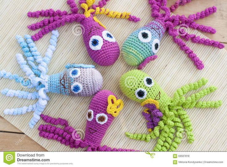 Feito Crochê Tecido Com O Polvo Colorido Do Brinquedo De Lãs - Baixe conteúdos de Alta Qualidade entre mais de 46 Milhões de Fotos de Stock, Imagens e Vectores. Registe-se GRATUITAMENTE hoje. Imagem: 59587818