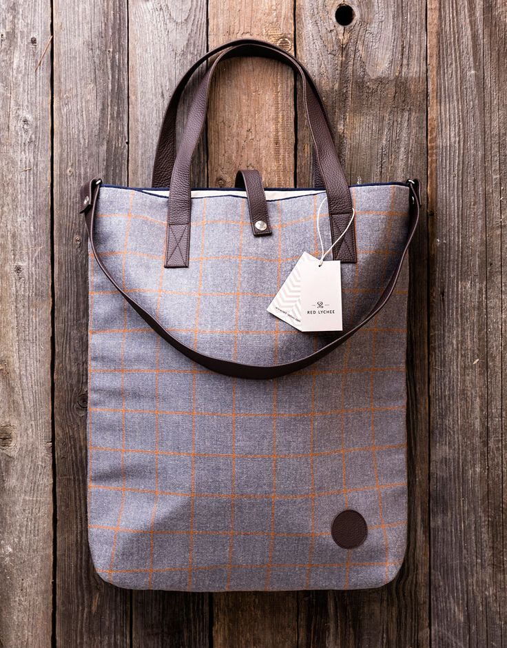 Imperial Easy Wool Bag. The generous landscape format provides plenty of storage space and it also features inside pocket with button.