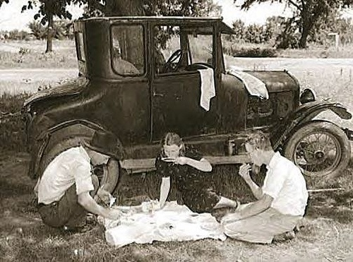 Migrant workers eating dinner by old car, Prague, Oklahoma, Lincoln County 1939