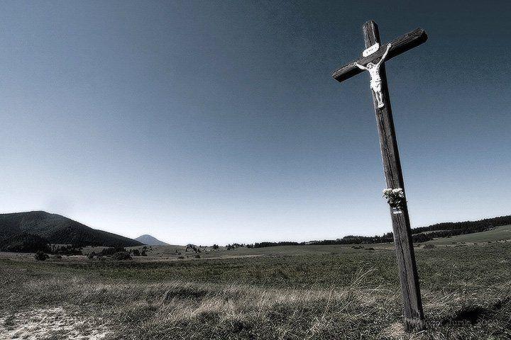 Na hranici Liptova a Oravy - pri Veľkom Borovom. Ten malý kopček v diaľke je Veľký Choč