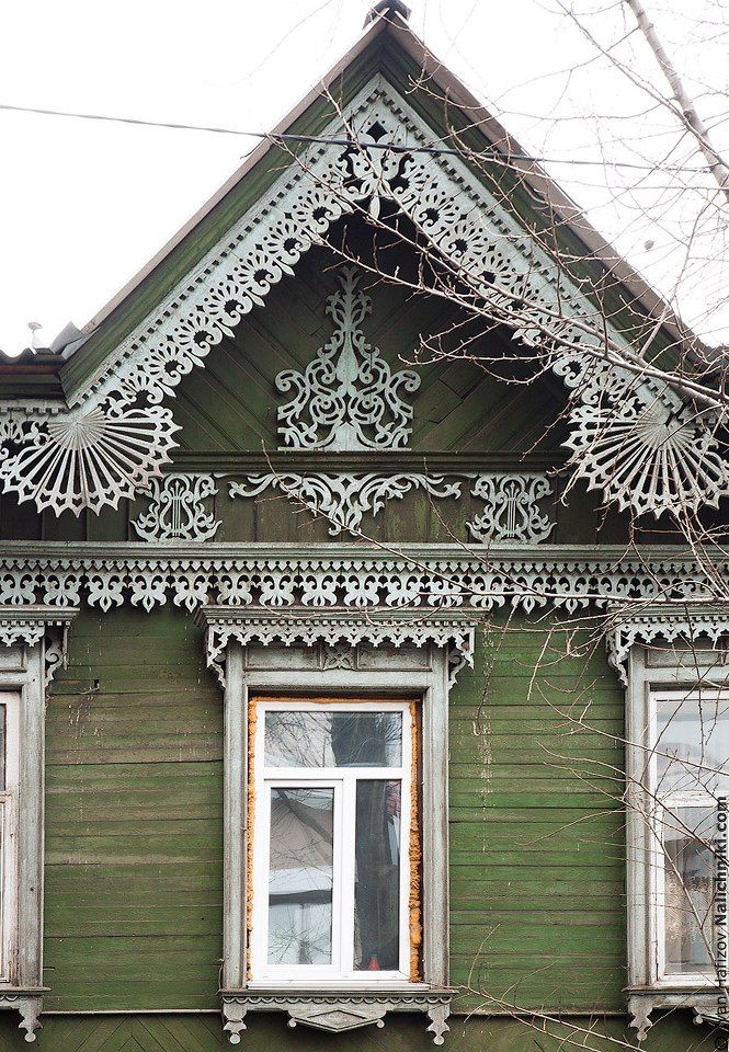 Traditional decorative carved wood window frame trim for Architectural gingerbread trim