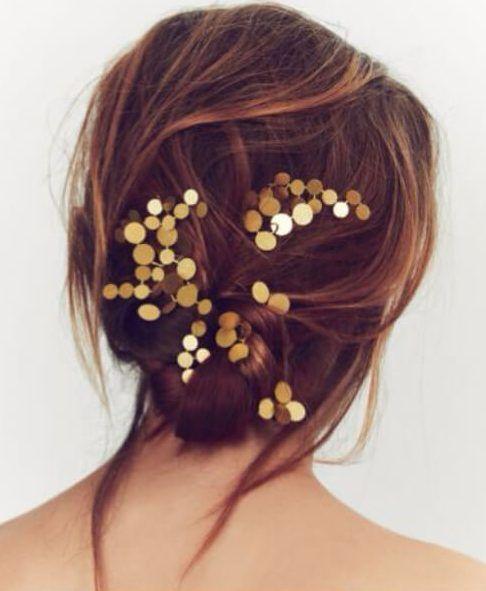25 verträumte Hochzeitsfrisuren für langes Haar, metallische Specs. Die H … …