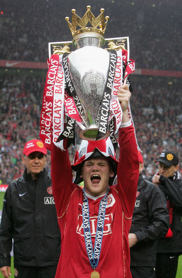 Wayne Rooney's first Premier League trophy came in 2007. Here, the striker celebrates with his @manutd teammates on the Old Trafford turf.