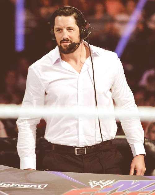 Wade Barrett, looking good in white!
