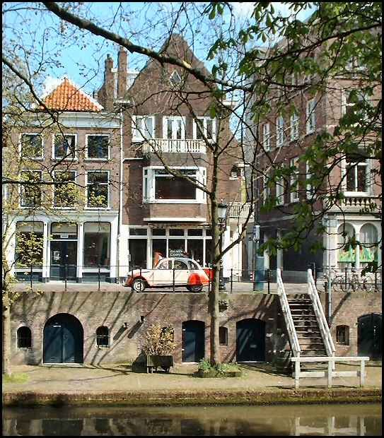 Taken on Utrecht's oudegracht (old canal) which runs through much of the city's center. Copyright: Kenneth Peters