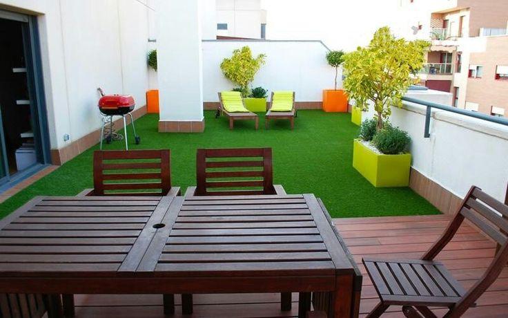 Terraza con grama sintetica