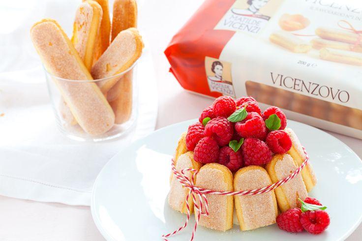 Mini Charlotte alla vaniglia Tahiti e lamponi, con #Savoiardi Vicenzovo - #Ricetta via @cucchiaioit - http://www.cucchiaio.it/speciale/2014/matilde-vicenzi--la-fine-pasticceria-italiana/mini-charlotte-alla-vaniglia-tahiti-e-lamponi/