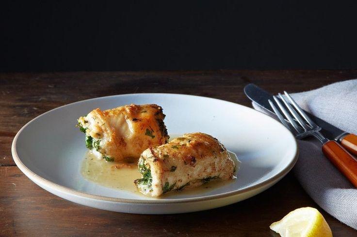 rolinhos de frango recheados com alho e ervas, um jantar fácil que só suja uma frigideira