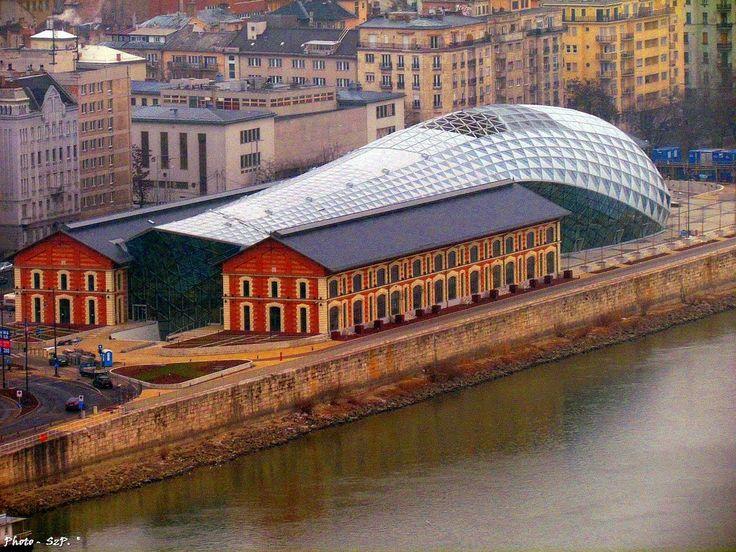 """Budapest, """"a bálna"""" - Budapest, """"the whale"""""""