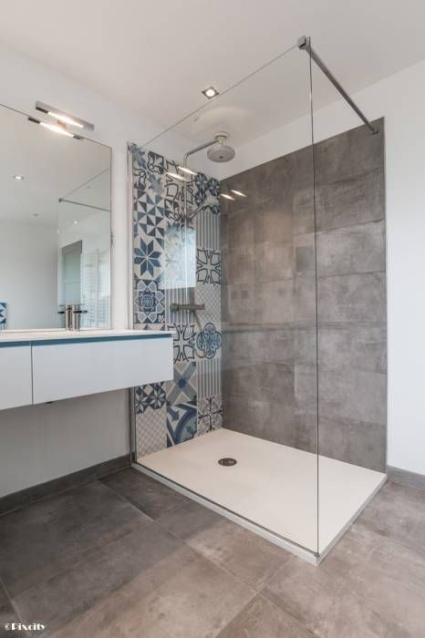This large walk-in shower enclosure has a beautiful patterned tiles feature wall.