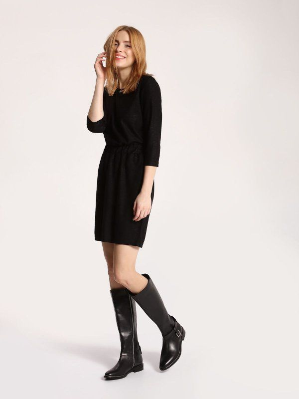Sukienka damska czarna  - sukienka - TOP SECRET. SSU1761 Świetna jakość, rewelacyjna cena, modny krój. Idealnie podkreśli atuty Twojej figury. Obejrzyj też inne sukienki tej marki.