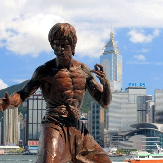 Hong Kong, Cina. La statua dedicata a Bruce Lee, forse il suo cittadino più famoso